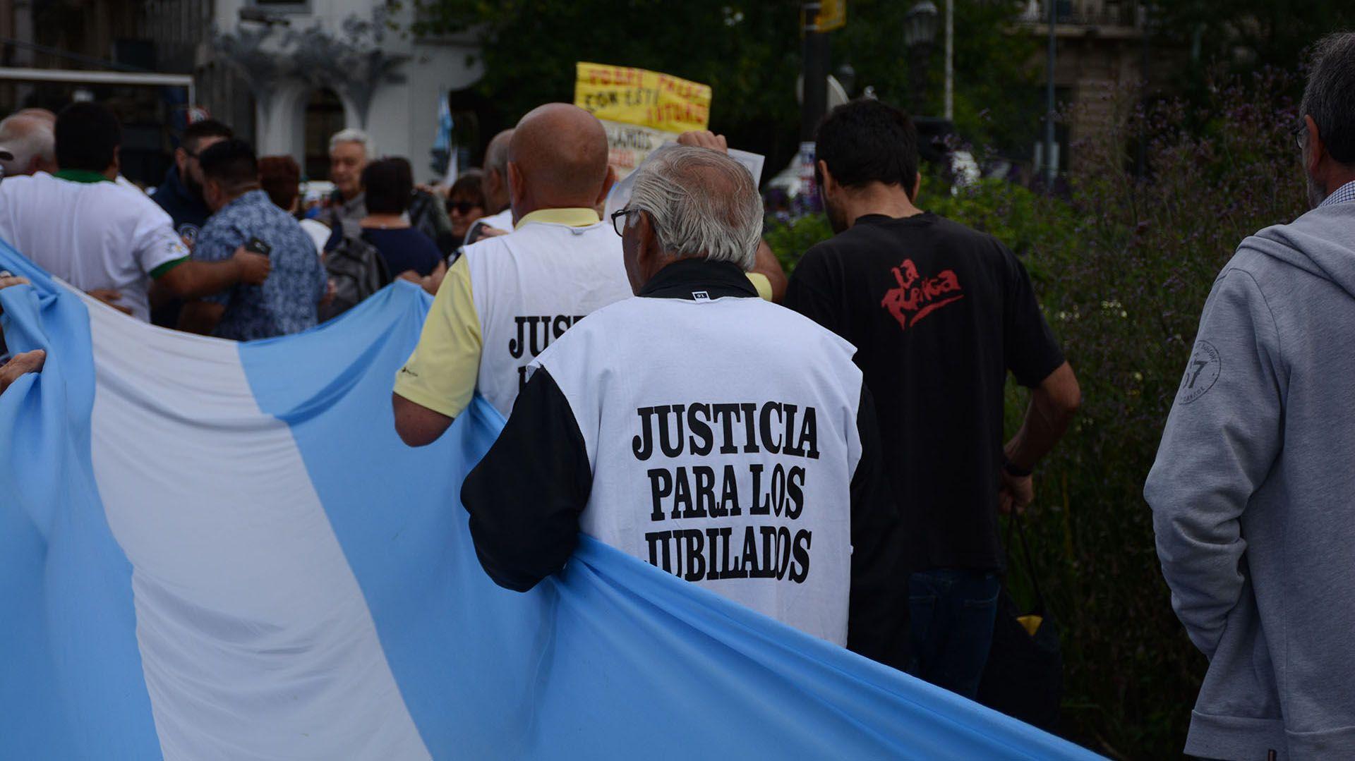 De los datos del Indec surge que en toda la Argentina hay casi 700 mil abuelos en estado de pobreza (Franco Fafasuli)