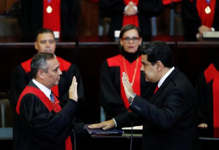 Nicolás Maduro jura para iniciar su segundo mandato en Venezuela