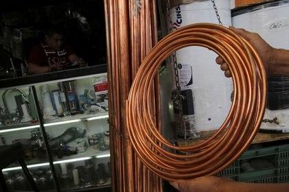 FOTO DE ARCHIVO.  Componentes de cobre utilizados en plomería pueden verse en esta imagen tomada en Ciudad de México. REUTERS/Henry Romero