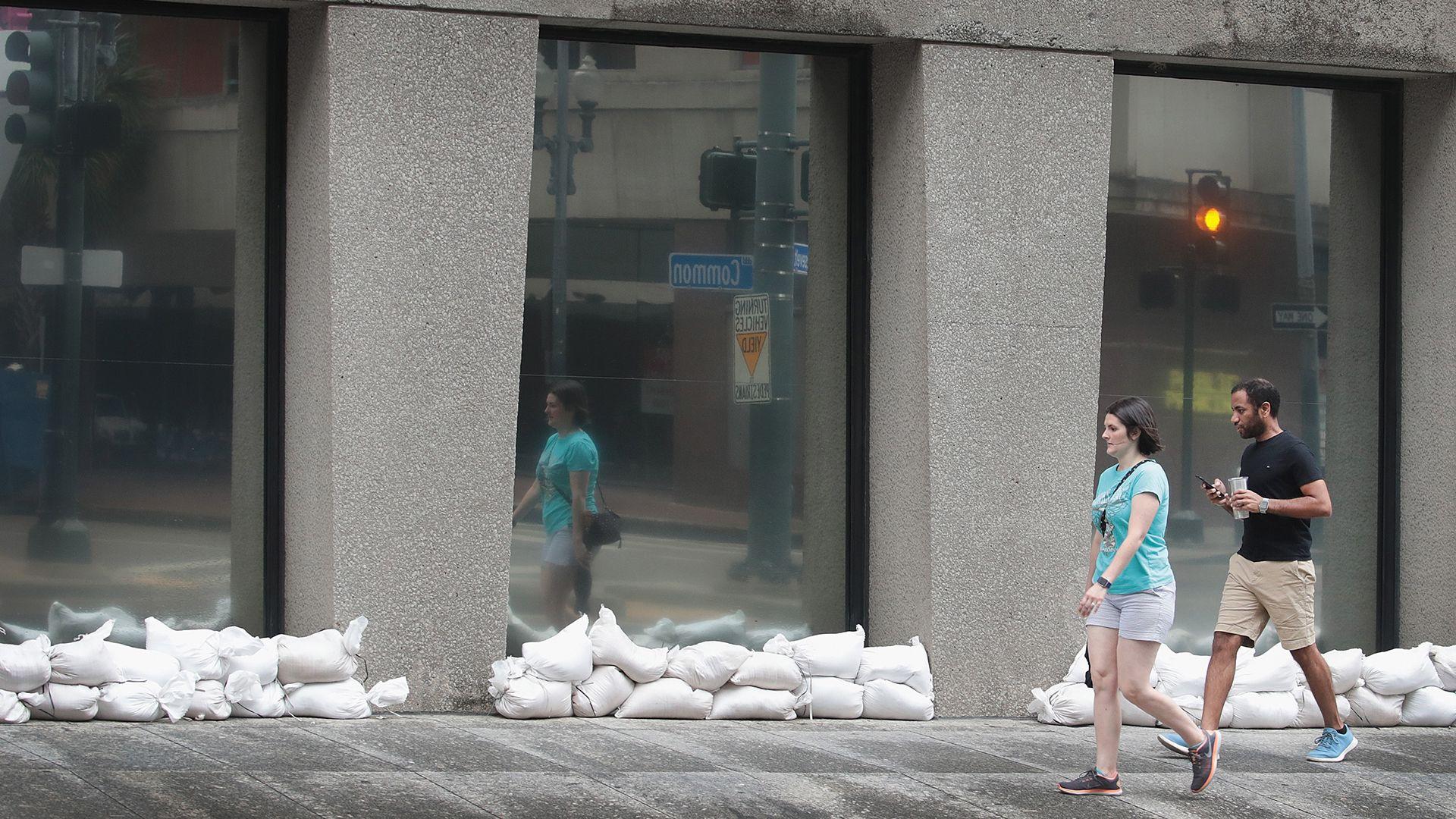 Algunas personas ya han sido evacuadas (AFP)