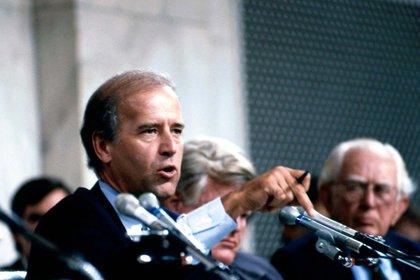 Biden fue criticado por su participación en el Comité Judicial del Senado en 1991 que confirmó a Clarence Thomas en la Corte Suprema a pesar de las acusaciones de acoso sexual que hizo Anita Hill. (Mark Reinstein/Shutterstock)