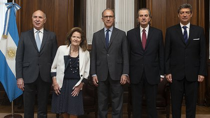 Los cinco integrantes de la Corte Suprema