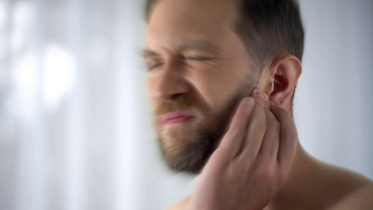 La terapia de reentrenamiento del tinnitus es el método más efectivo para calmar los efectos de los acúfenos (Shutterstock)