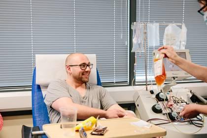 La donación de plasma convaleciente es un tratamiento en desarrollo en varios países - REUTERS