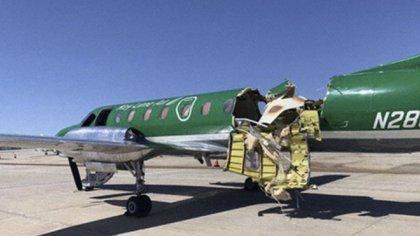 El Metroliner de Key Lime Air quedó prácticamente partido por la mitad (CBS Denver via AP)