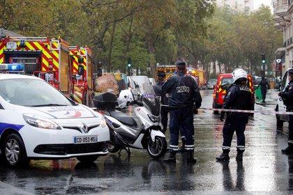 Reportan varios heridos de arma blanca en las cercanías de la revista Charlie Hebdo — París