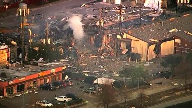 Foto aérea de los daños provocados por la explosión. (KTRK-TV via AP)