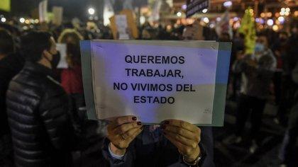 """""""Rosario quiere trabajar"""" y """"el trabajo también es salud"""" fueron algunas de los lemas de la manifestación (Sebastian Granata / Télam)"""