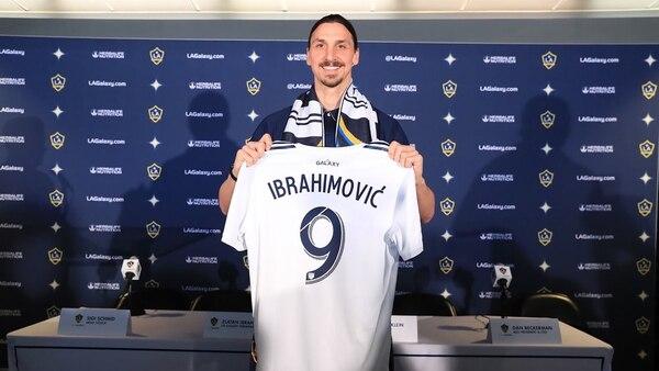 Ibrahimovic echó para atrás su retiro de la selección de Suecia pero el entrenador decidió no convocarlo para la Copa del Mundo
