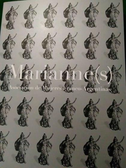 """El libro """"Marianne(s)"""" cuenta con 262 páginas en castellano y francés"""