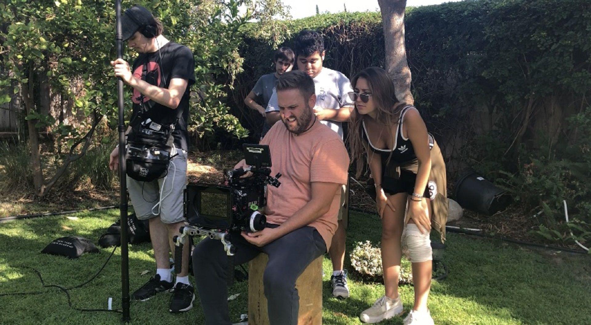 En acción: Alexia, atenta al rodaje en Los Ángeles