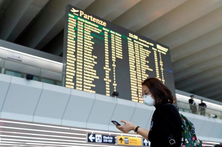 Varias aerolíneas internacionales suspendieron sus vuelos al norte de Italia (REUTERS/Yara Nardi/File Photo)