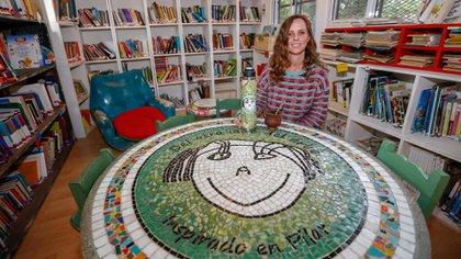 """Paula Kriscautzky es la fundadora de la biblioteca infantil """"Del otro lado del árbol"""", en la ciudad de La Plata (Nicolás Aboaf)"""