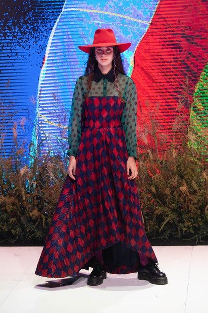 La superposición de prendas, otra de las tendencias de la pasarela de BAFWEEK