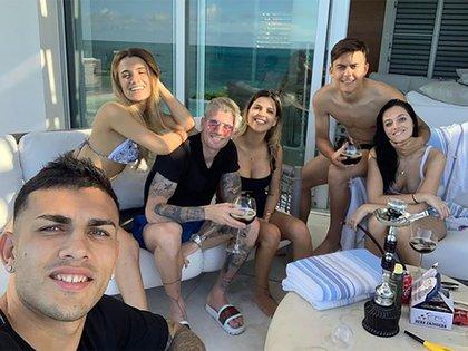 Los futbolistas con sus respectivas parejas viajaron a las Islas Turcas y Caicos (Instagram)