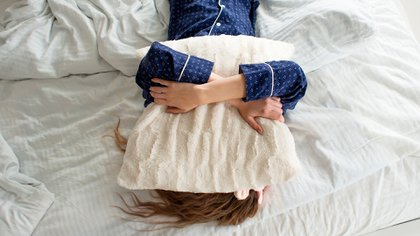 El estrés rompe la arquitectura del sueño, haciéndolo superficial y breve (Foto: Shutterstock)