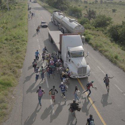 Durante octubre y noviembre, miles de migrantes centroamericanos se unieron a una caravana que se dirigía a la frontera de los Estados Unidos. La caravana, reunida a través de una campaña de medios sociales, partió de San Pedro Sula, Honduras, el 12 de octubre, y cuando se corrió la voz atrajo a personas de Nicaragua, El Salvador y Guatemala (Foto: Pieter Ten Hoopen / Agence Vu/Civilian Act)