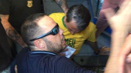 Jair Bolsonaro fue atacado por un desconocido en pleno acto en Mina Geráis