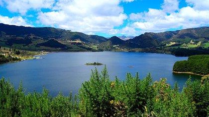 Ubicado en los municipios de Tausa y Cogua (Cundinamarca), abarca 3.700 hectáreas de bosque andino y un embalse de 800 hectáreas, en el que se puede realizar pesca deportiva.