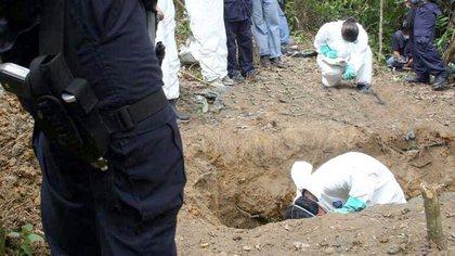 """Se trata de más de 400 estructuras óseas, entre las que """"se encontrarían víctimas de desaparición en el conflicto armado"""", según explicó la Jurisdicción Especial para la Paz (JEP), que trabaja de la mano con la Unidad de Búsqueda de Personas dadas por Desaparecidas, en un comunicado. EFE/Efrain Patiño/Archivo"""