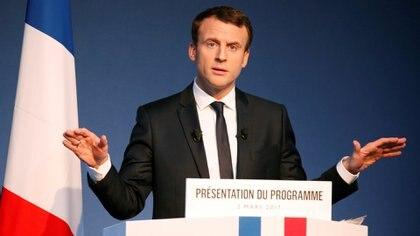 Emmanuel Macron, ex ministro del presidente socialista François Holland, se propone como un liberal filosóficoque nada tiene que ver con la izquierda, la derecha o siquiera el centro. (Reuters)