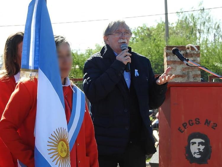 Marxismo cultural - Página 2 Colegio-chaco-bandera-cubana-6
