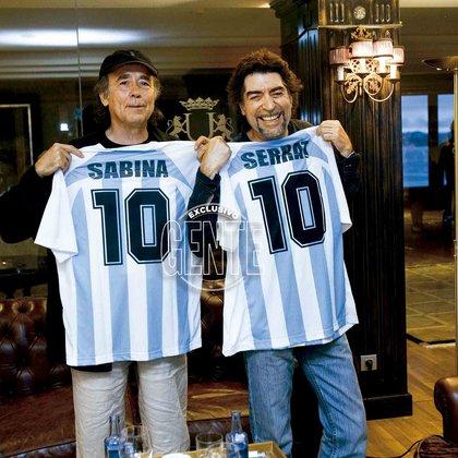 Sabina y Serrat (ambos argentinos por adopción), en Vigo, durante la gira Dos pájaros de un tiro, allá por 2007. (Foto: archivo Gente)