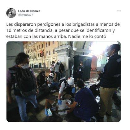 Denuncias sobre disparos de la Policía a personal médico (@Jvanca77)