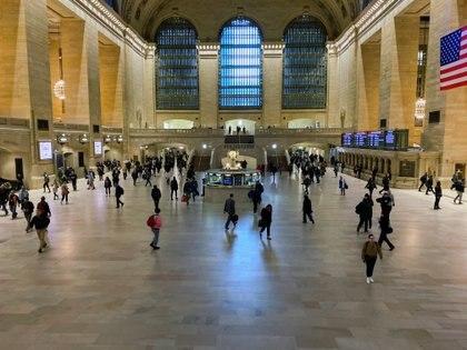 La principal estación de pasajeros de Nueva York, mucho menos concurrida que lo habitual (Reuters)