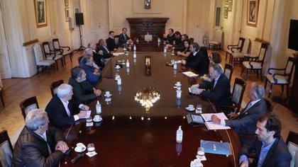 La reunión entre el Gobierno, empresarios y sindicalistas duró dos horas y fue en la Casa Rosada
