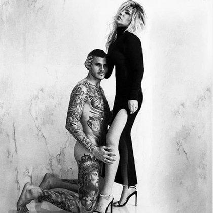 Wanda Nara y Mauro Icardi revolucionaron las redes sociales con una serie de fotos, en las que el jugador del Inter y la modelo, se encuentran desnudos (Instagram)