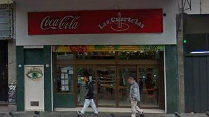 La entrada de la pizzería Las Cuartetas