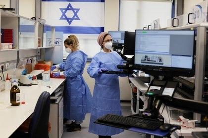 El Gobierno de Israel informó este viernes que, por primera vez en diez meses, el país no registró muertos por coronavirus durante el último día (REUTERS/Ammar Awad)
