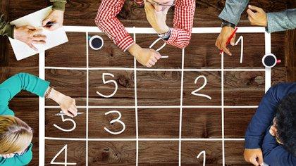 Realizar ejercicios de atención como el sudoku es una de las estrategias para mejorar la memoria (iStock)