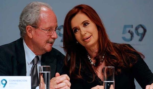 Carlos Wagner, junto a la ex presidente Cristina Kirchner (NA).