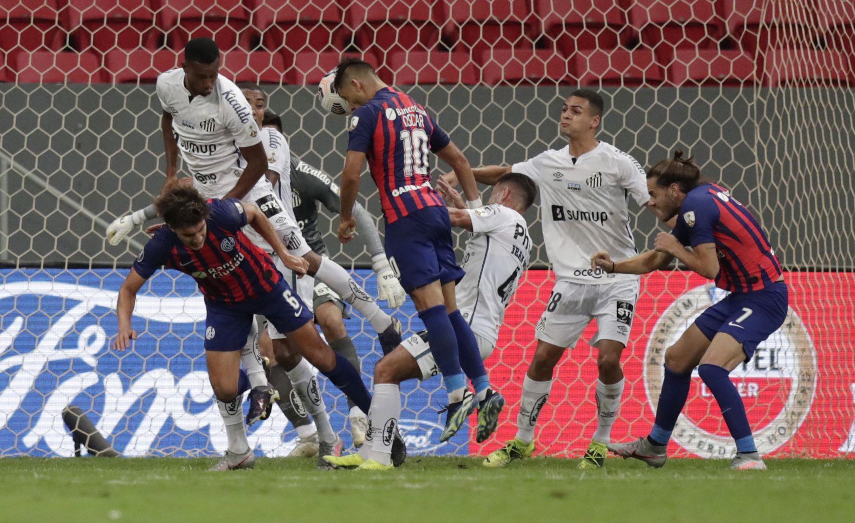 Óscar y Ángel Romero fueron determinantes para que San Lorenzo sueñe con la remontada hasta el final (REUTERS/Ueslei Marcelino)