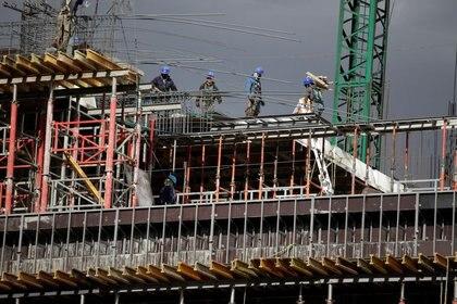 Se ven trabajadores en un edificio en construcción en Ciudad de México, México, 30 de enero de 2020. REUTERS / Andres Martinez Casares/ Foto de archivo
