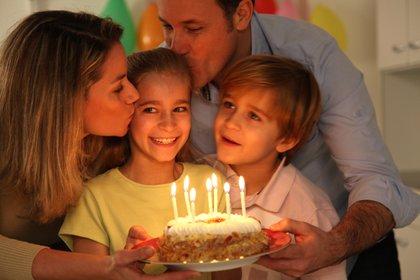 """""""Un niño normal no necesita grandes cosas"""", reafirma Lutereau. """"Alcanza con que su cumpleaños sea un gran día junto a alguno de sus padres, o con ambos"""" (Shutterstock)"""