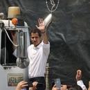 Juan Guaidó se sube a uno de los camiones que llevarán la ayuda humanitaria a Venezuela (Foto Iván Ernesto Reyes @IvanEReyes)