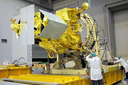 Científicos rusos ponen a punto la sonda que se lanzará en octubre próximo