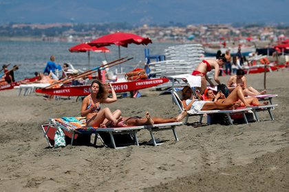 Italia reabrió sus playas (REUTERS/Remo Casilli)
