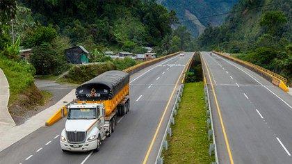 Los gastos en materia de bioseguridad, ahora serán incluidos en el sistema de costos de viajes del sector del transporte de carga. Foto: Invías.