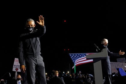 Barack Obama acompañó a Biden en Detroit: una clara señal de que ganar Michigan es crucial para que la Casa Blanca vuelva a albergar a un demócrata. (REUTERS/Brian Snyder)