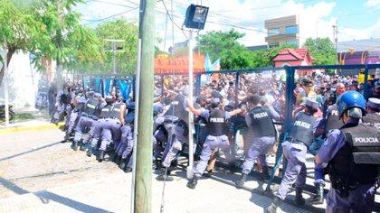 Represión de la Policía durante una manifestación en Formosa a principios de marzo