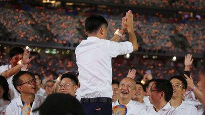 Jack Ma, que ayudó a lanzar el auge del comercio minorista en línea de China, renunció como presidente de Alibaba el martes.