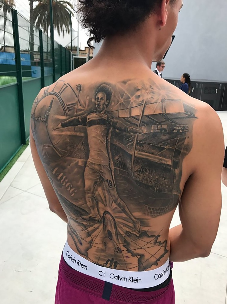 La obra en la espalda del delantero del Manchester City Leroy Sane
