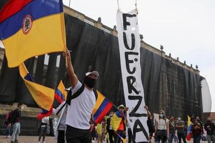 Las protestas que completan una semana en Colombia y que comenzaron por el rechazo ciudadano a un ambicioso proyecto de reforma fiscal abrieron una crisis en el Gobierno del presidente Iván Duque (REUTERS/Luisa Gonzalez)