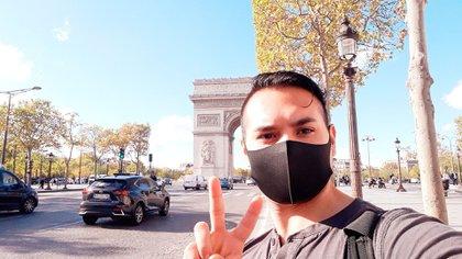 Maxi recibe los pedidos por Facebook y durante el día hace delivery por distintos barrios parisinos