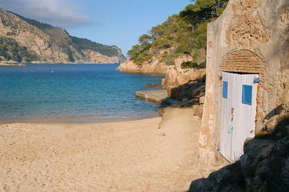 Sa Riera funciona como un pequeño pueblo de pescadores y una playa deliciosa
