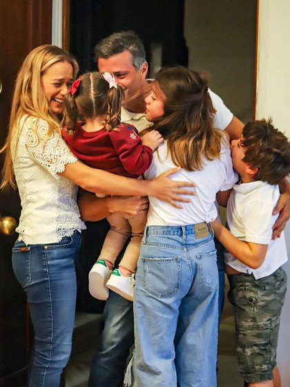 Leopoldo López por fin se reencontró con su familia